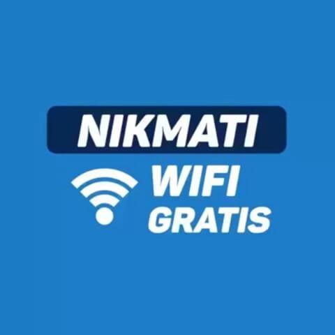 Asiknya Berpergian Sembari WiFi-an di KRL